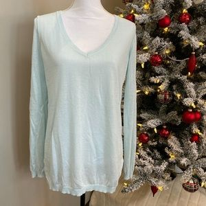 GAP size Medium V Neck Sweater Clean & Unworn